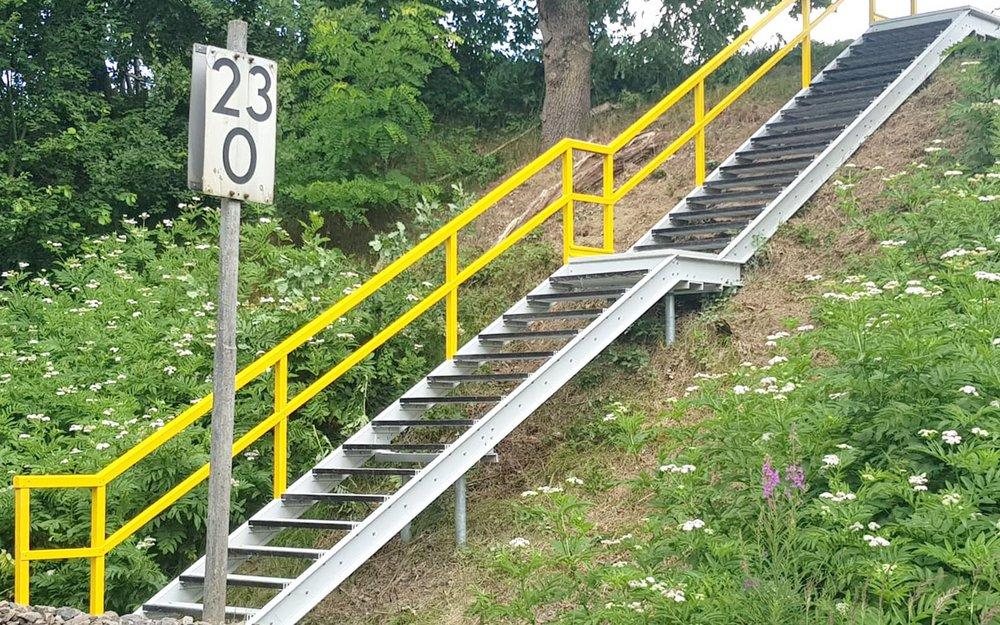 Böschungstreppe an Gleisanlage